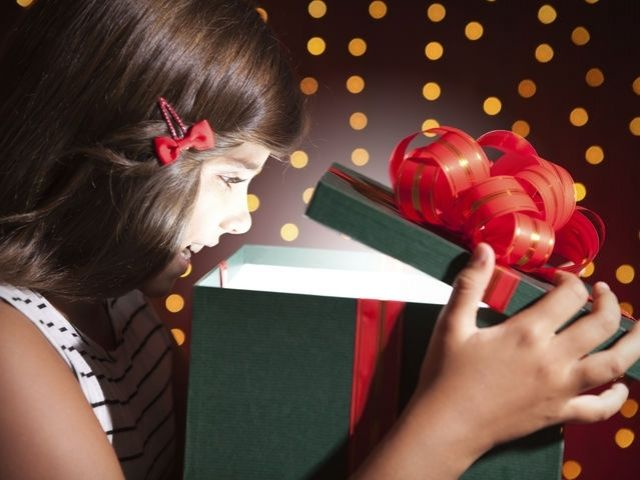 When is it appropriate to open a gift?